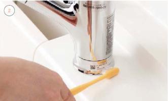 水栓金具掃除中