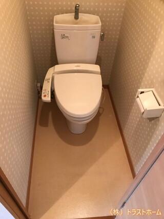 中古マンションのトイレ室内をフルリフォーム♪のビフォー画像